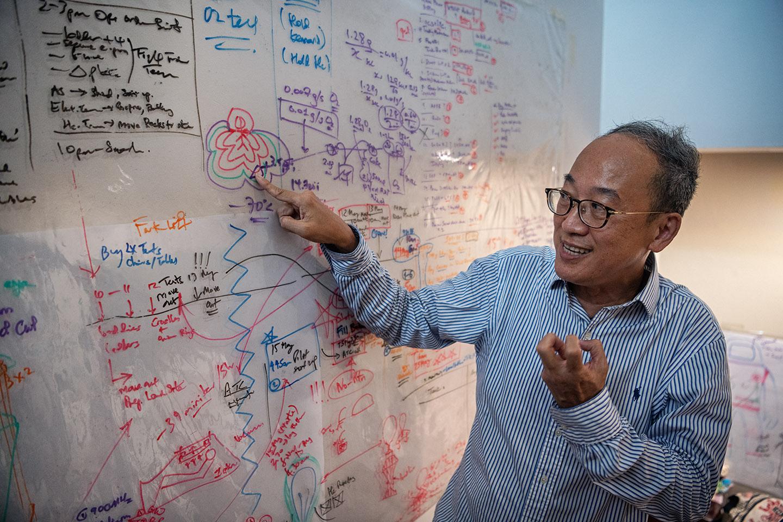Marvyn Lim Seng discusses his project plans.